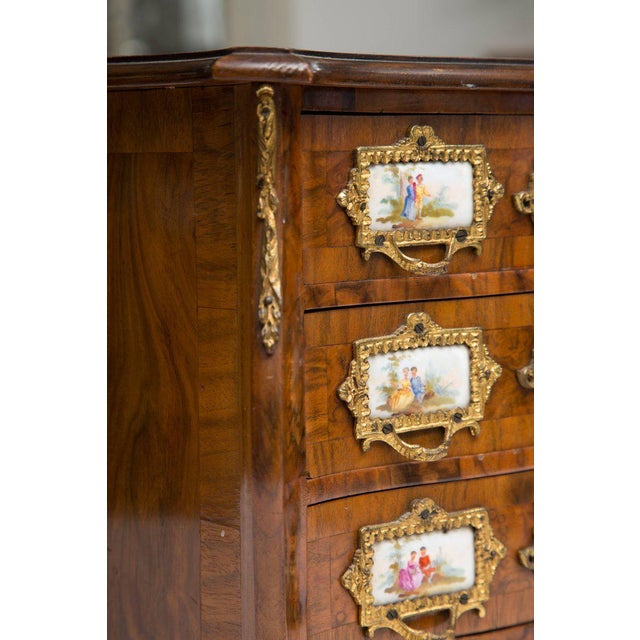 Late 19th Century 19th Century French Walnut Specimen Louis XV Style Commode For Sale - Image 5 of 9