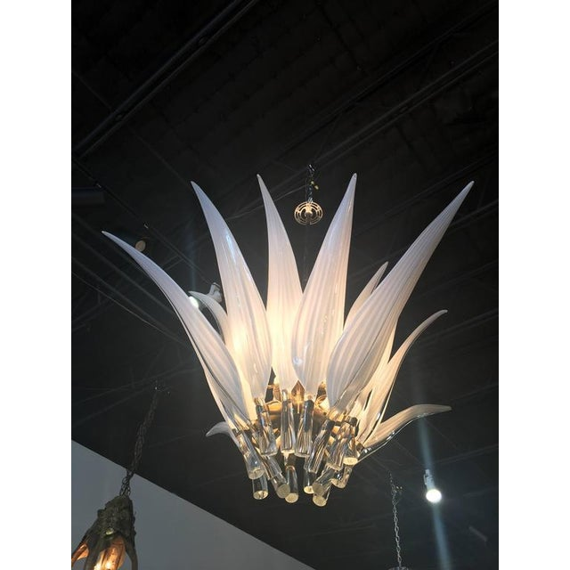 Hollywood Regency Murano Glass & Brass Italian Leaf Chandelier For Sale - Image 3 of 8