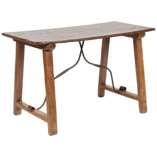 19th Century Spanish Walnut Side Table For Sale