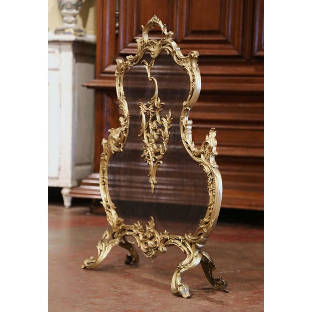 Rococo 19th Century French Louis XV Bronze Doré Fireplace Screen With Cherub Motif For Sale - Image 3 of 9