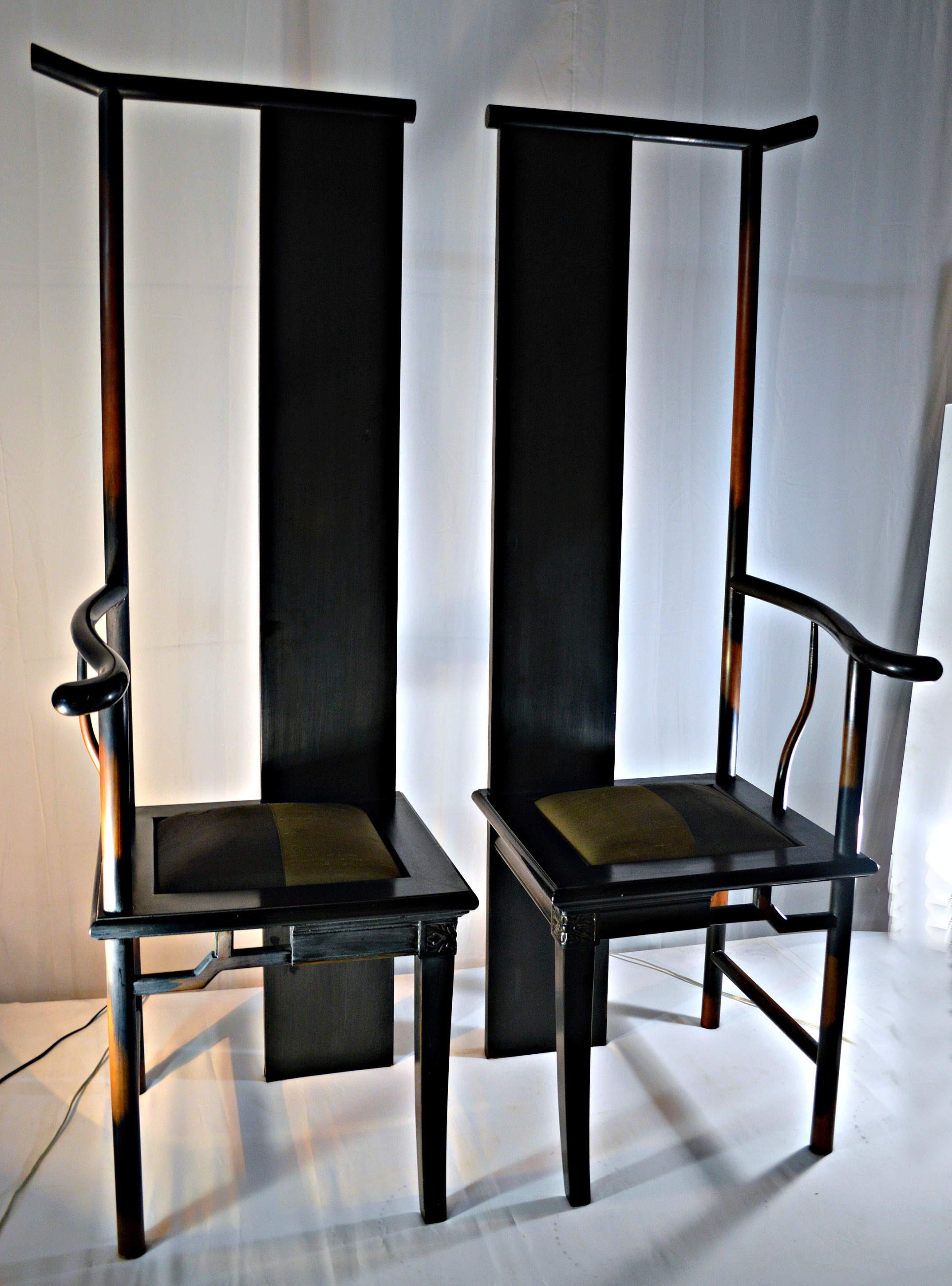Superbe Asian Asian Inspired Ying Yang Chairs   A Pair For Sale   Image 3