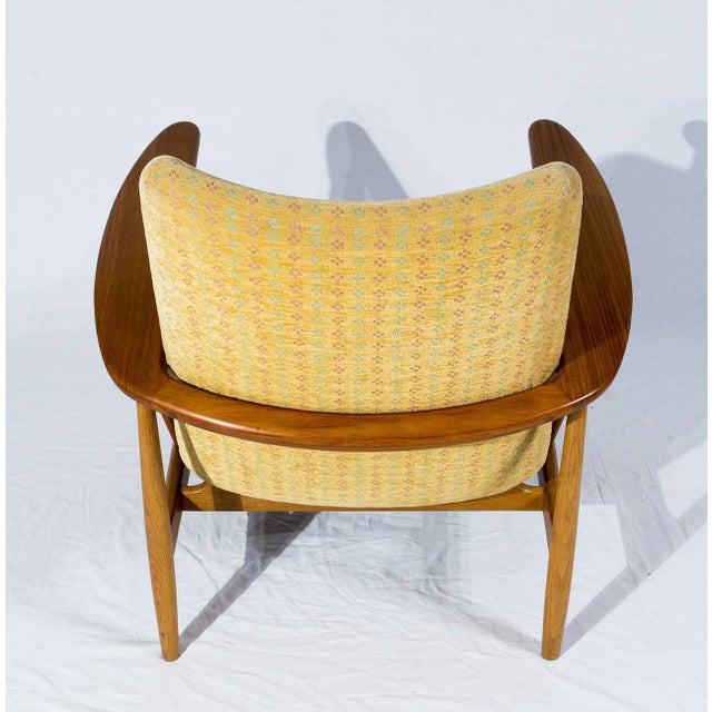 Pair of Finn Juhl SW-86 Lounge Chairs For Sale In Los Angeles - Image 6 of 10