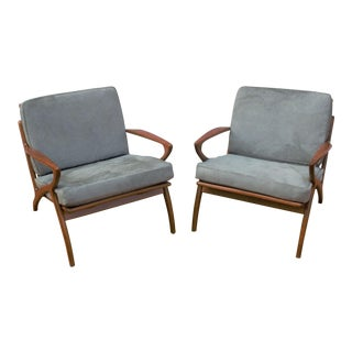 Mid Century Modern Danish Poul Jensen Style Z-Lounge Chairs Newly Upholstered - Pair For Sale