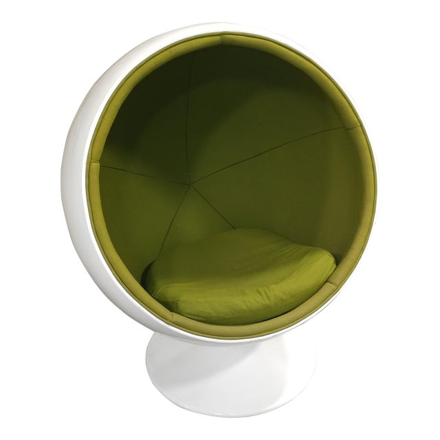 After Eero Aarnio -1960s Mid-Century Modern White Ball Chair | Chairish