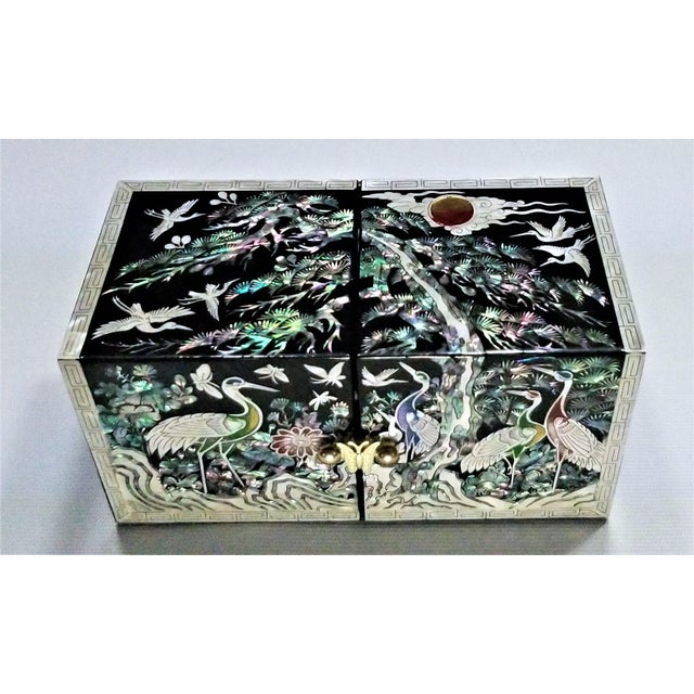Abalone and Mother of Pearl Asian Jewelry Box With Cranes Butterflies and Flowers - Mid Century Modern Chinese Chinoserie Oriental For Sale - Image 9 of 13