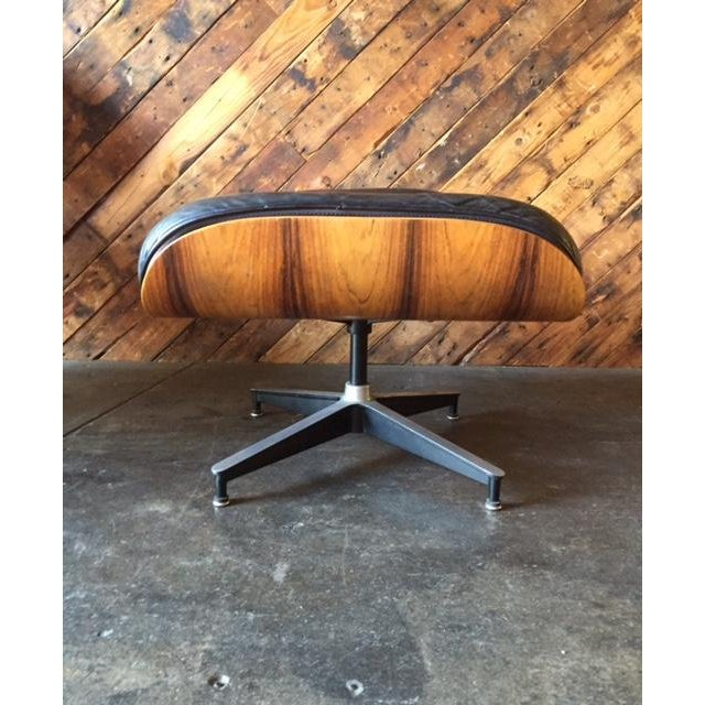 Original Eames Herman Miller 1975 Rosewood Leather Chair with Ottoman For Sale - Image 11 of 11