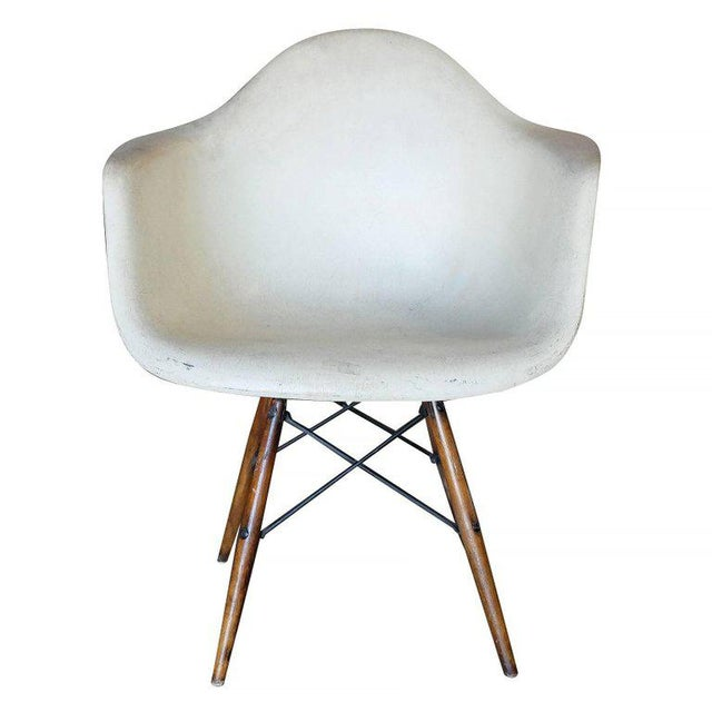 excellent eames daw molded fiberglass armchair with dowel base for