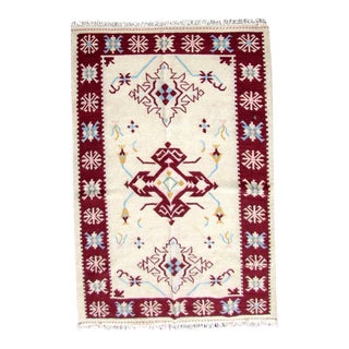 1970s Handmade Vintage Indian Dhurri Kilim Rug- 5′4″ × 7′4″ For Sale