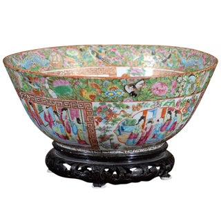 Early 19th Century Rose Medallion Bowl For Sale