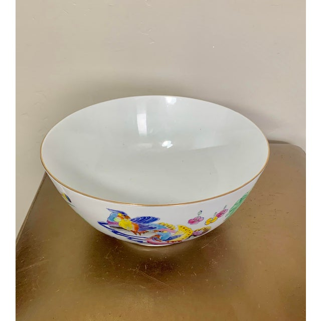 Asian Vintage Chinoiserie Bowl With Hand Painted Bird Decoration and Gilt Edge For Sale - Image 3 of 7