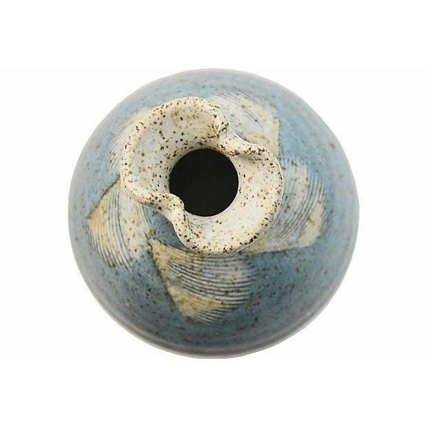 1970s Vintage Blue Feather Studio Art Pottery Vase For Sale - Image 4 of 6