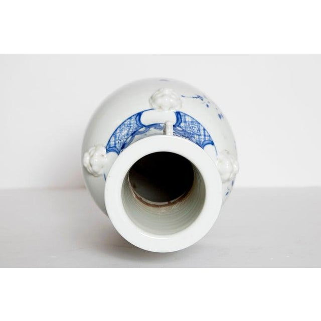 19th Century Chinese Blue and White Qing Period Vase With Foo Dog Heads For Sale - Image 11 of 13