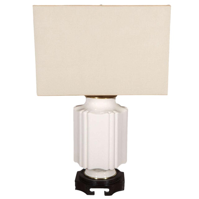 Chinoiserie White Crackle Glaze Table Lamp For Sale