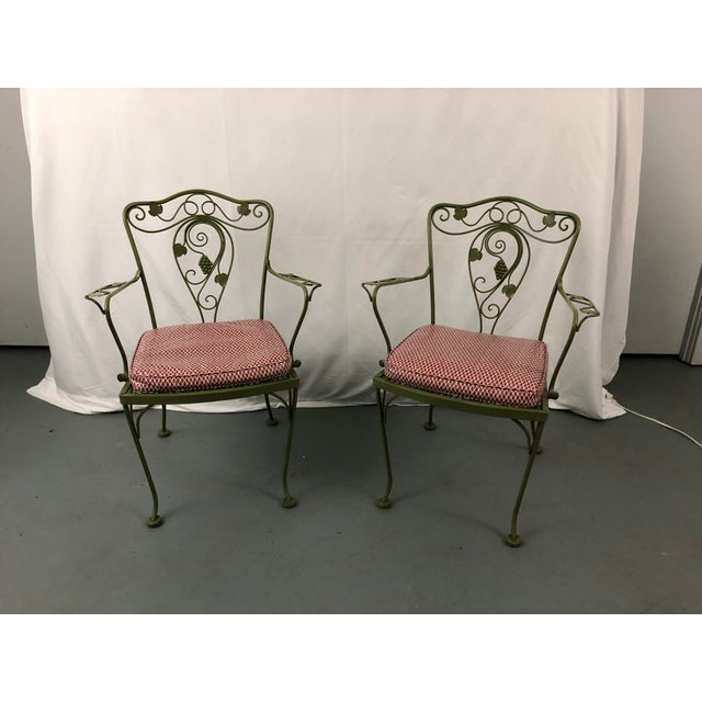 Check out this lovely vintage set of 6 Woodard or Salterini style wrought iron patio chairs! This set of 6 chairs come...