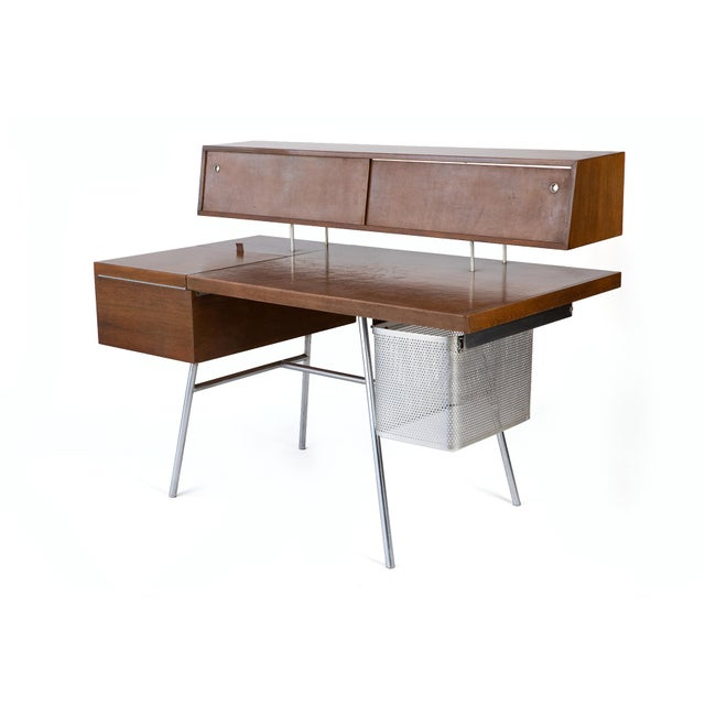 George Nelson for Herman Miller desk n. 4658, in walnut, steel and leather, 1946. A Classic Postwar modernism desk made of...
