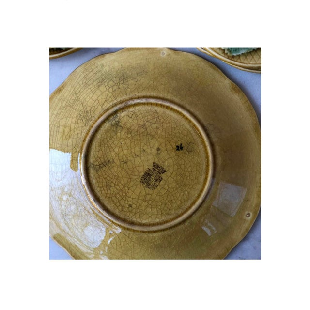 French Country French Majolica Leaves Plate Gien, Circa 1880 For Sale - Image 3 of 4