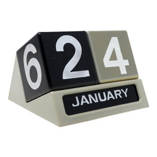 1970s Cube Perpetual Desktop Calendar For Sale