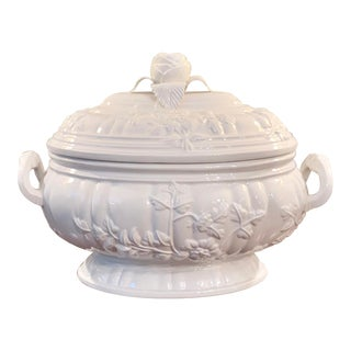 Large White Mottahedeh French Reproduction Ceramic Lidded Tureen For Sale