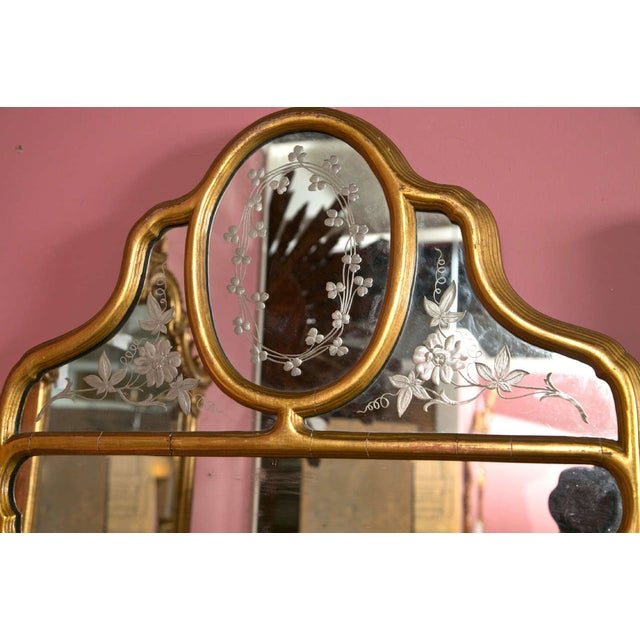 Hollywood Regency Hollywood Regency Style Giltwood Mirror With Etched Floral and Clover Design For Sale - Image 3 of 5