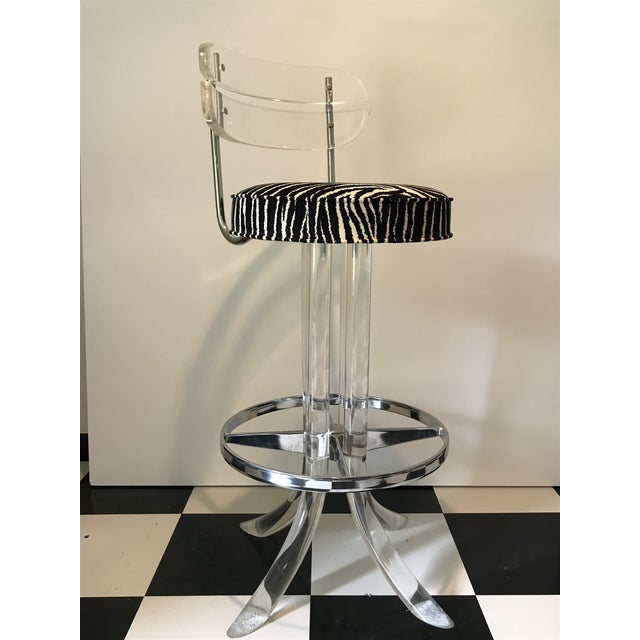 Hollywood Regency 1970s Modern Glam Lucite & Chrome Bar Stools - Set of 5 For Sale - Image 3 of 13