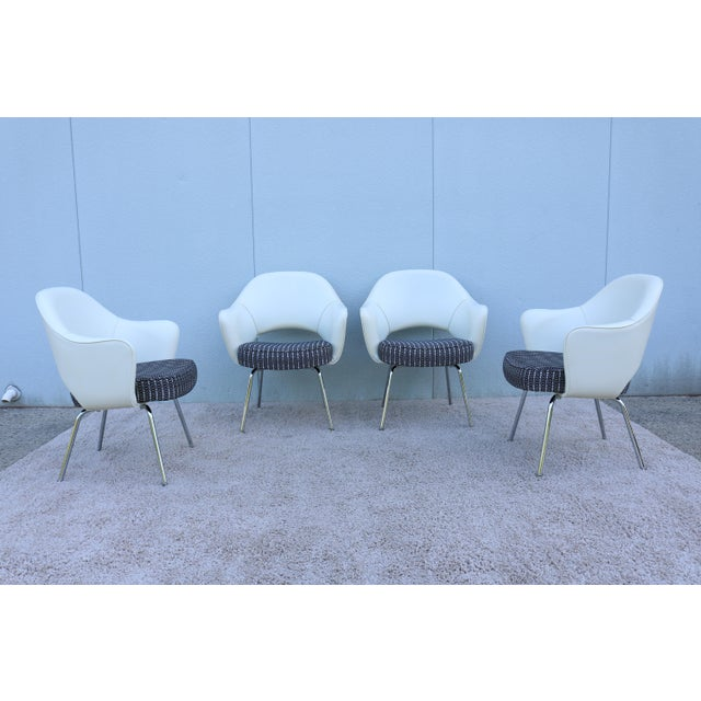 Knoll Mid-Century Modern Eero Saarinen for Knoll White Executive Arm Chairs - Set of 4 For Sale - Image 4 of 13