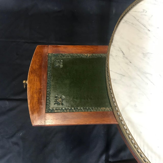 1900 - 1909 French Louis XVI Style Marble Top and Walnut Bouillotte Side Table For Sale - Image 5 of 13
