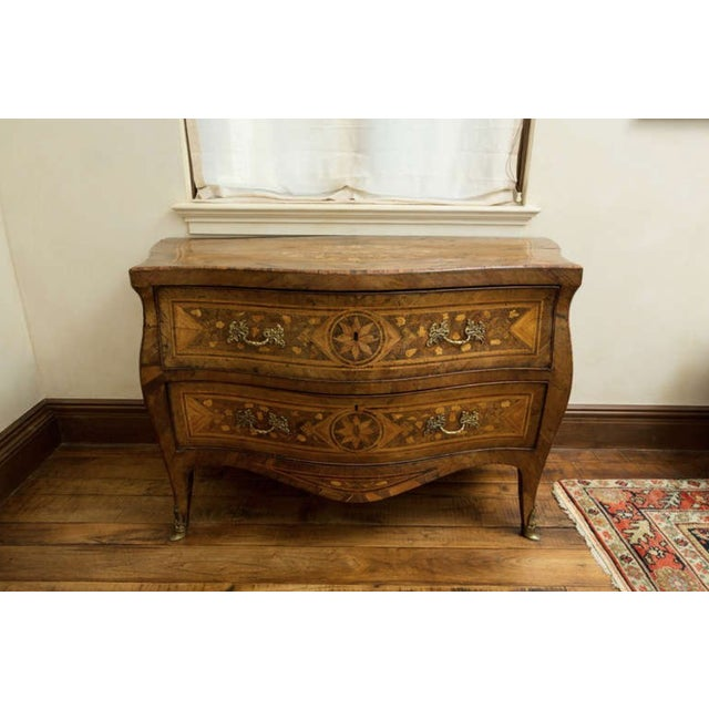 Italian 18th Century Inlaid Italian Commode With Bombe Shape and Dutch Marquetry For Sale - Image 3 of 11