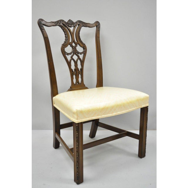 Antique Mahogany Pagoda Carved Chinese Chippendale Style Dining Chairs -  Set of 4 For Sale - - Antique Mahogany Pagoda Carved Chinese Chippendale Style Dining