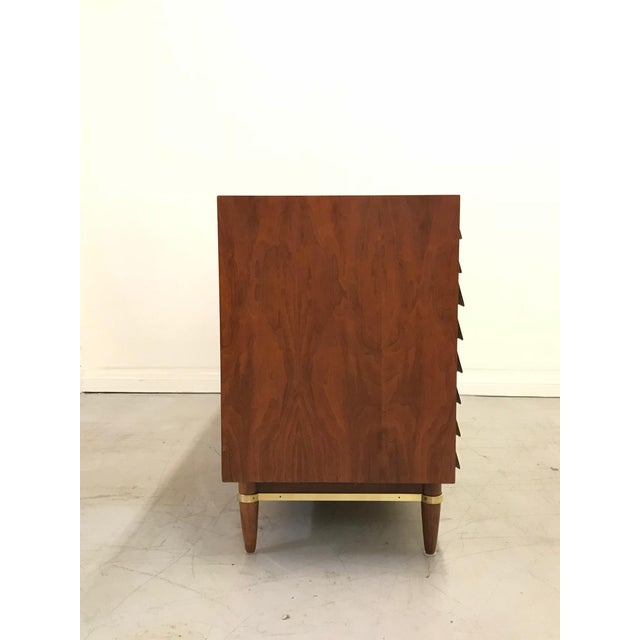 Mid-Century Modern 1960s Mid Century Modern American of Martinsville Walnut Credenza For Sale - Image 3 of 12