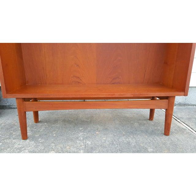 Wood 1960s Danish Modern Graduated Teak Bookcase Shelf For Sale - Image 7 of 12