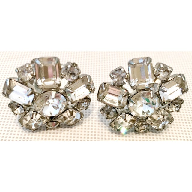1950s Silver & Austrian Crystal Clear Rhinestone Abstract Flower Earrings by Weiss For Sale In West Palm - Image 6 of 9