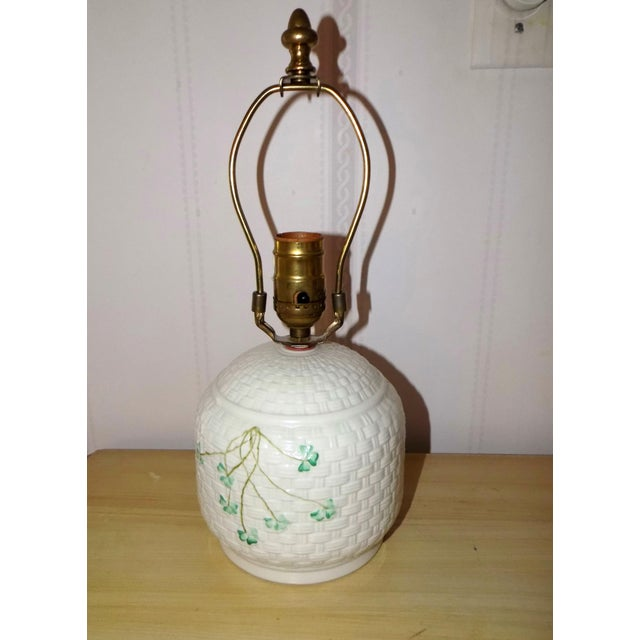 Irish Belleek Basketweave Shamrock Pattern Lamp with Original Linen Shade For Sale - Image 4 of 10
