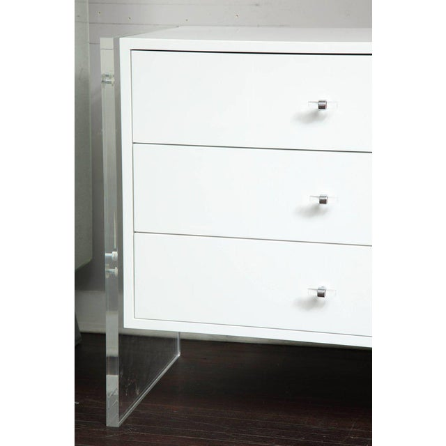 Acrylic Six-Drawer White Lacquer Dresser with Acrylic Side Panels For Sale - Image 7 of 9