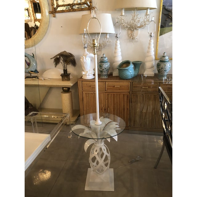 Vintage Hollywood Regency White Lacquered Metal Pineapple Floor Lamp Table For Sale - Image 9 of 11