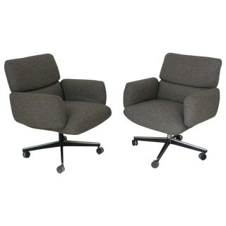 Pair of Vintage Knoll Zapf Vintage Executive Low Back Armchairs For Sale