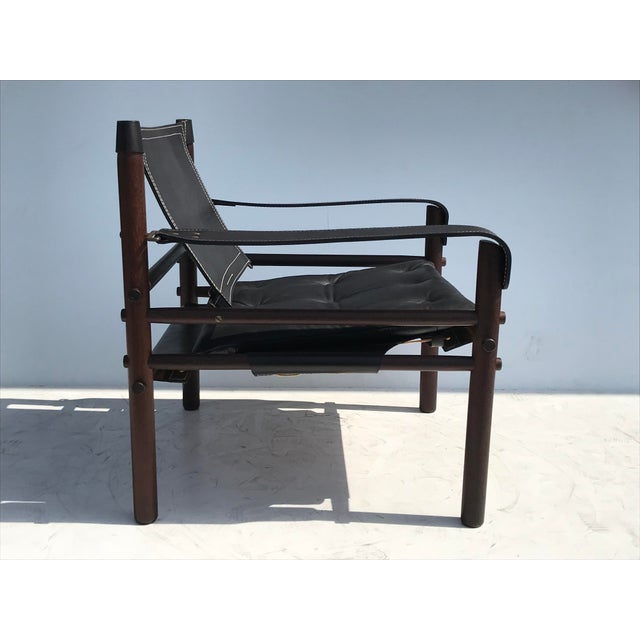 """Mid-Century Modern Pair of Arne Norell Black """"Sirocco"""" Safari Chairs For Sale - Image 3 of 11"""