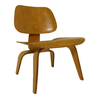 Chair Model Dcw in Molded Plywood, First Edition by Charles & Ray Eames for Evans Products Company & Herman Miller - 1946 For Sale