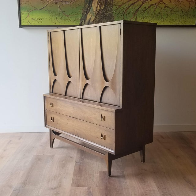Here is a beautiful and iconic Gentleman's (or Lady's) Bureau from Broyhill's Brasilia collection. The collection features...