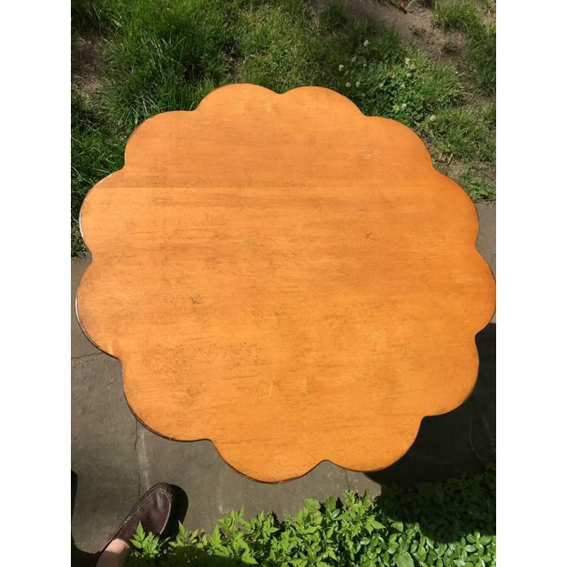Beautiful scallop edge table from Drexel Heritage in excellent condition.