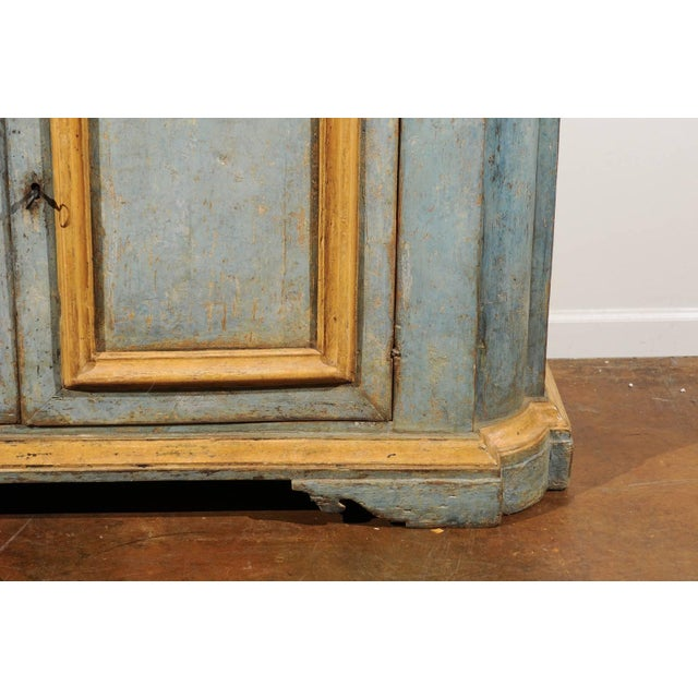 Early 19th Century Italian Florentine Light Grey Blue Painted Buffet with Two Doors from the 1820s For Sale - Image 5 of 11