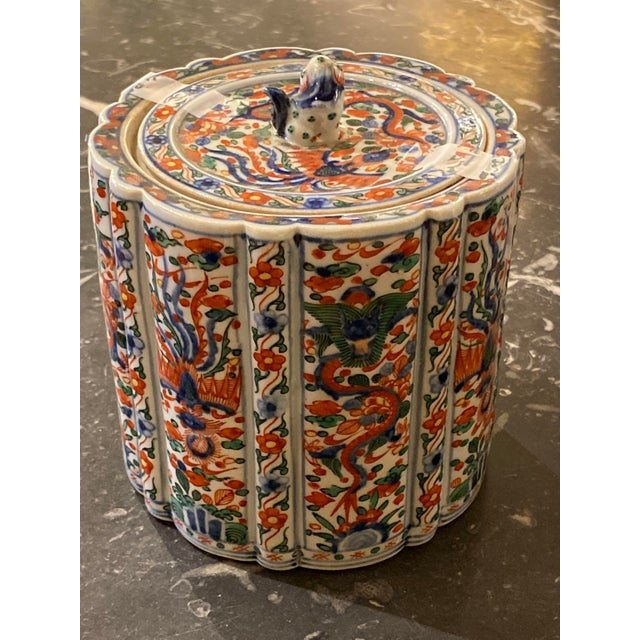 Wanli Wucai Chinese Export Lidded Box For Sale - Image 4 of 12