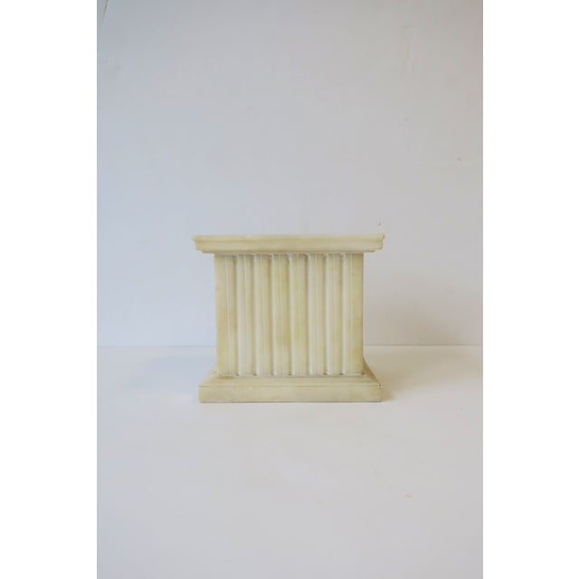 Mid 20th Century Italian Alabaster Marble Column Pedestal For Sale - Image 5 of 13