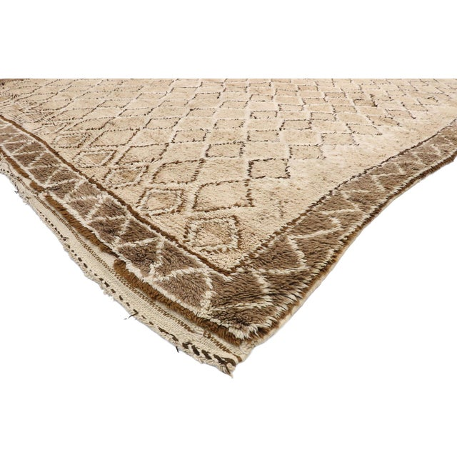 20908, vintage Moroccan rug with diamond trellis and Modern style. This hand knotted wool vintage Berber Moroccan rug...