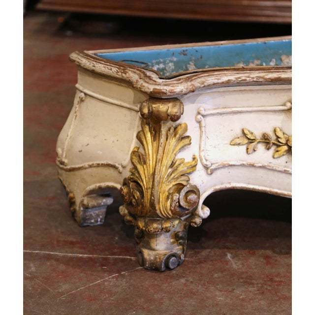 Metal Early 19th Century French Louis XV Carved Painted & Gilt Bombe Floor Jardinière For Sale - Image 7 of 13