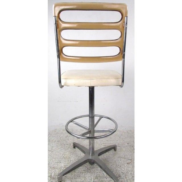 Mid-Century Lucite and Vinyl Bar Stools by Chrome Craft - Image 5 of 11