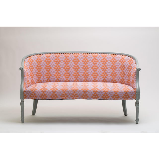 A wonderful settee that is just the right size, not too big and not too small. This piece has been repainted, reinforced...