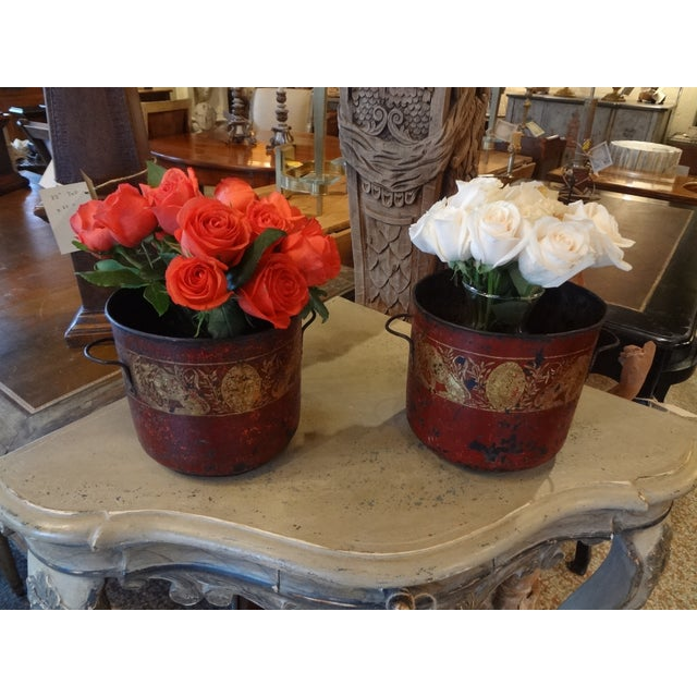 Red 19th Century Pair of French Red Tole Jardinieres For Sale - Image 8 of 9