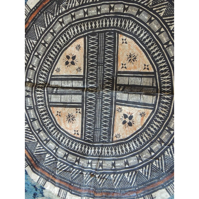 """Vintage large African tribal round decorative Art """"TAPA"""". Ideal to frame in a shadow box style frame. Size: 34"""" D. Africa..."""