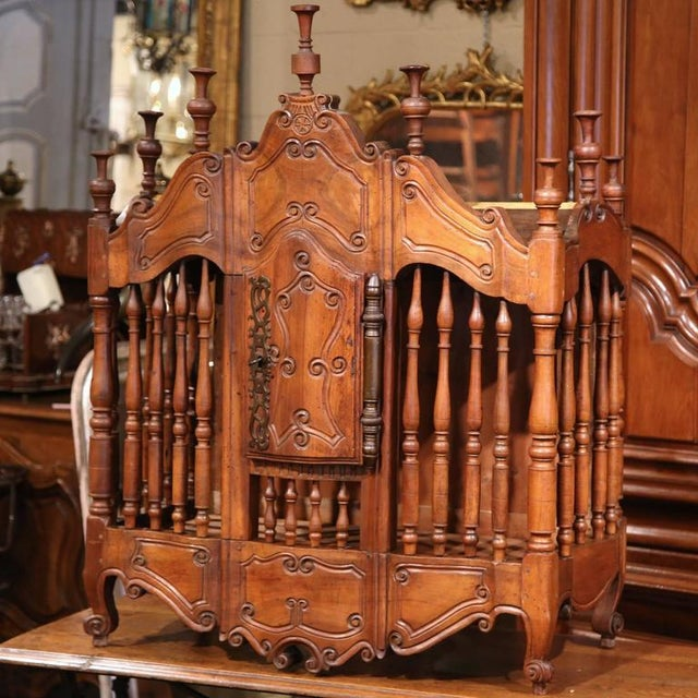 Walnut Early 19th Century French Louis XV Carved Walnut Panetière For Sale - Image 7 of 9