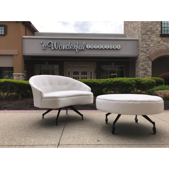 Mid-Century-Modern Round Lounge Chair and Ottoman Space-Age White Vinyl For Sale - Image 12 of 12
